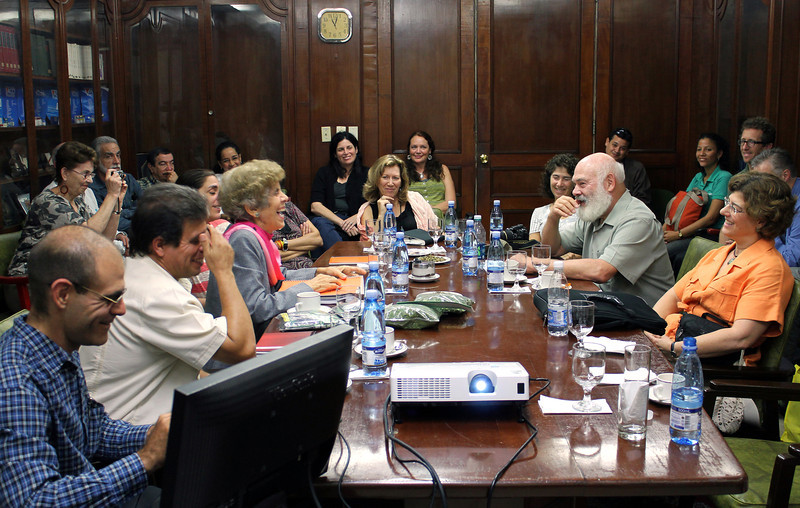 Dr. Weil, University of Arizona Center for Integrative Medicine faculty, and AzCIM Fellowship graduates visit with the president and staff of the Carlos J. Finlay Institute and engage staff on research and uses of natural and traditional medicine (NTM) in Cuba, as well as on recent changes in the political landscape that affect the NTM business.