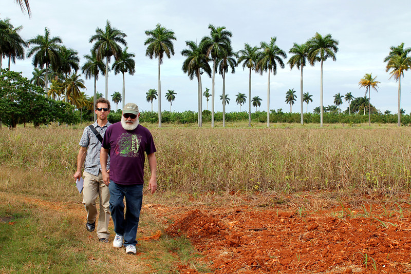 AzCIM faculty visit the Juan Tomás Roig experimental station in San Antonio de los Baños to learn about the medicinal herbs grown onsite and national research on NTM. Pictured: David Kiefer, MD, and Dr. Weil