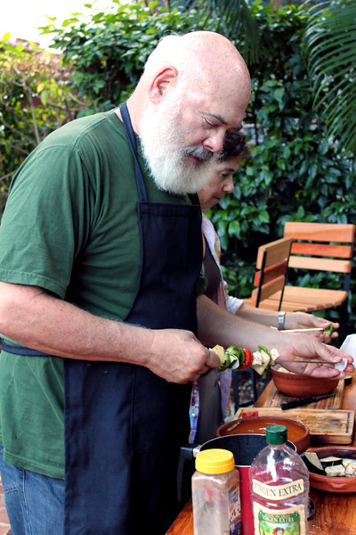 Dr. Weil and a group of faculty and graduates of the Arizona Center for Integrative Medicine help prepare a colorful organic lunch at Espacios paladar (home-based restaurant) in Havana.