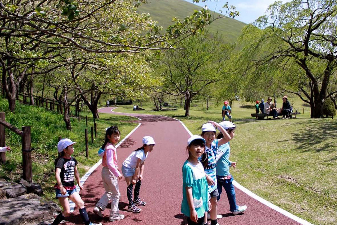 Children's Day is a Japanese national holiday. It occurs annually on May 5, at the end of the national Golden Week (April 29-May 5) celebration. Many happy kids flooded the park at the base of Mt. Omura.