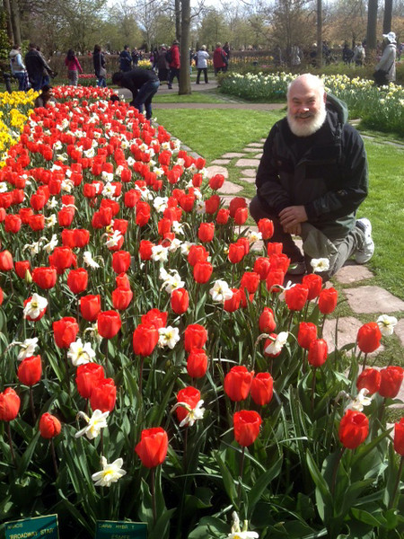 Keukenhof has been the world's largest flower garden for over fifty years. Approximately 7,000,000 flower bulbs are planted annually in the park covering an area of 32 hectares.