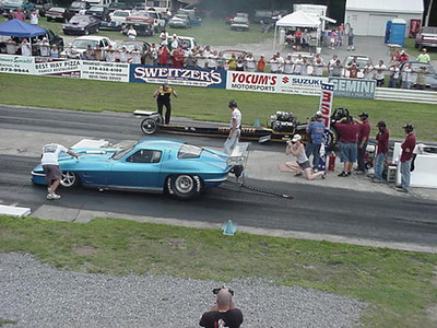 At the start, the Corvette got the holeshot, but the Hemi Hunter caught the doorslammer by 1000 feet. Unfortunately for the nostalgia fans, the dragster got loose at that point and Dale Thierer had to lift momentarily. That gave the Pro Mod driver the opening he needed to eke out a 7.0 second win!