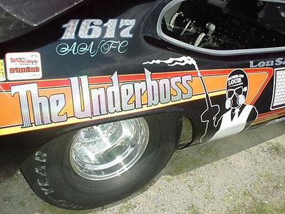Neat graphics underscore the fact that The Underboss is looking to shoot down all fellow BB/Funny Car competitors.