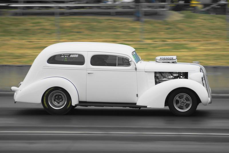 DSC09177 37 Pontiac with 426 hemi