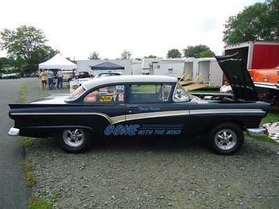 Nice Gone with the Wind 57 Ford.