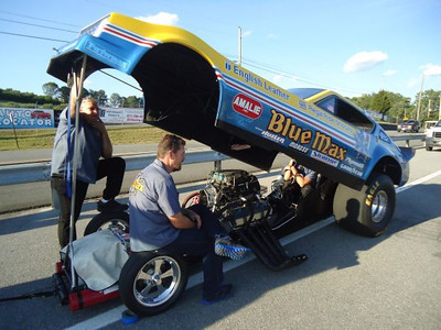Ronnie Young brought the new Blue Max Plymouth Arrow AA/Funny Car with Dale Emery and Dee Gantt there to tune!