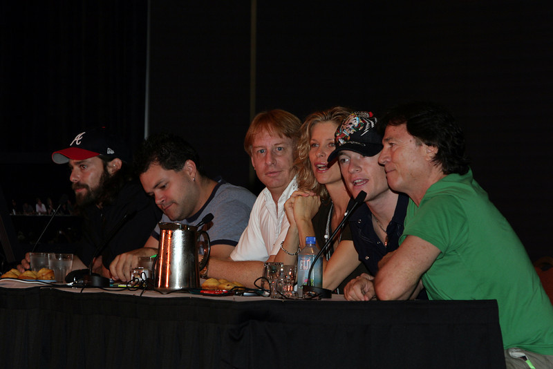 James Callis, Aaron Douglas, Dr. Kevin R. Grazier, Kate Vernon, Tahmoh Penikett and Richard Hatch on a panel named  Star Trek vs. the New Battlestar Galactica