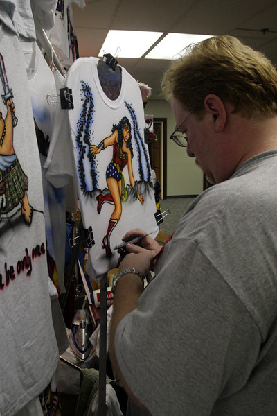 Airbrushing Wonder Woman in the Dealer's Room at DragonCon 2007