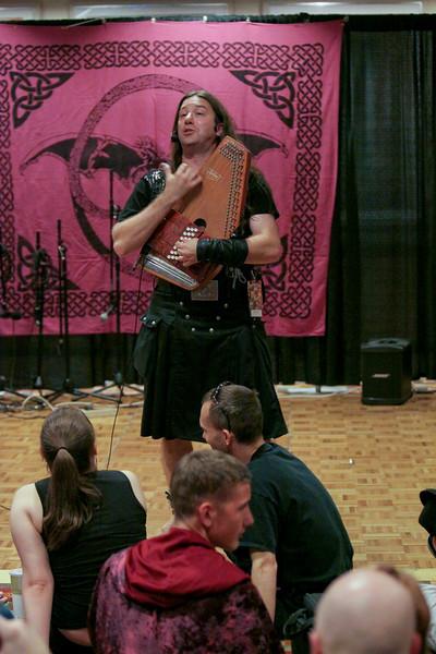 Marc Gunn Performming in the Hyatt Concourse at DragonCon 2009
