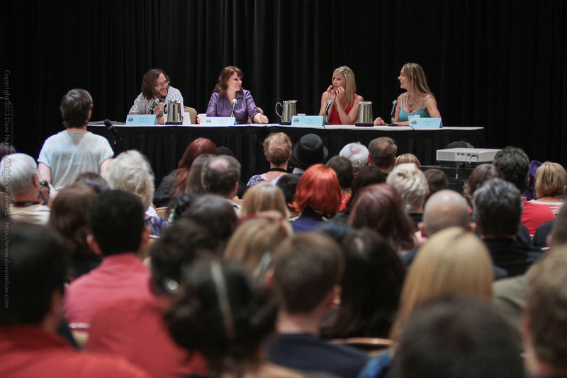 Keith R.A. DeCandido, Rebecca Riggs, Gigi Edgley and Virginia Hey talk about Farscape