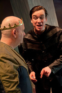 l-r Brian Molloy (King Duncan) and Kevin Shackleton (Ross)
