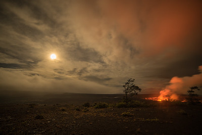 Supermoon rises at Halema'uma'u