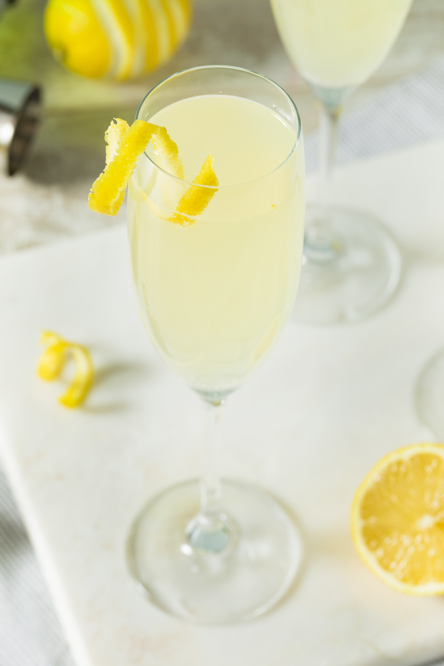 Elderflower cordial cocktail in a champagne class with lemon slices
