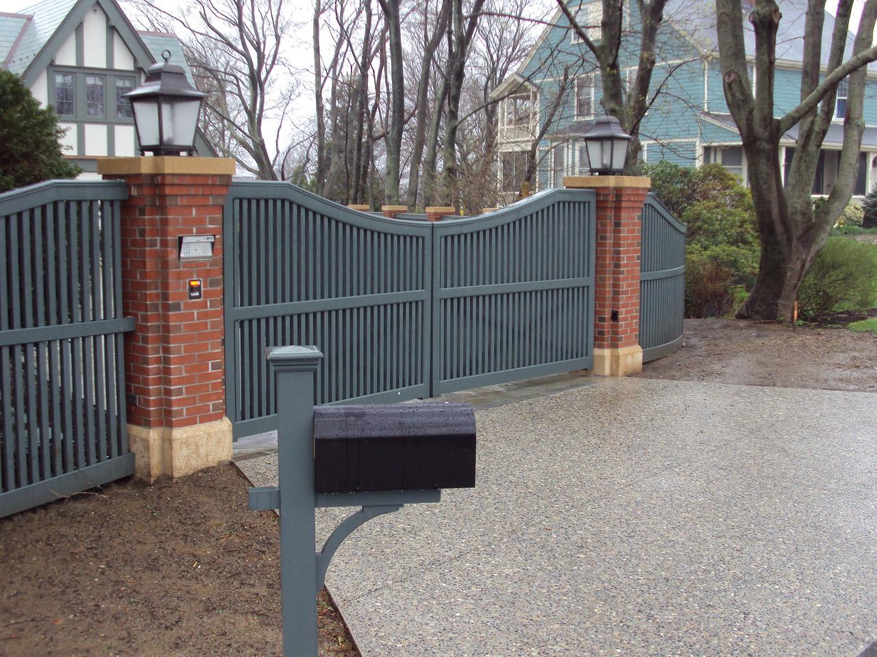 964 - 327802 - Marblehead MA - Yorktown Driveway Gate