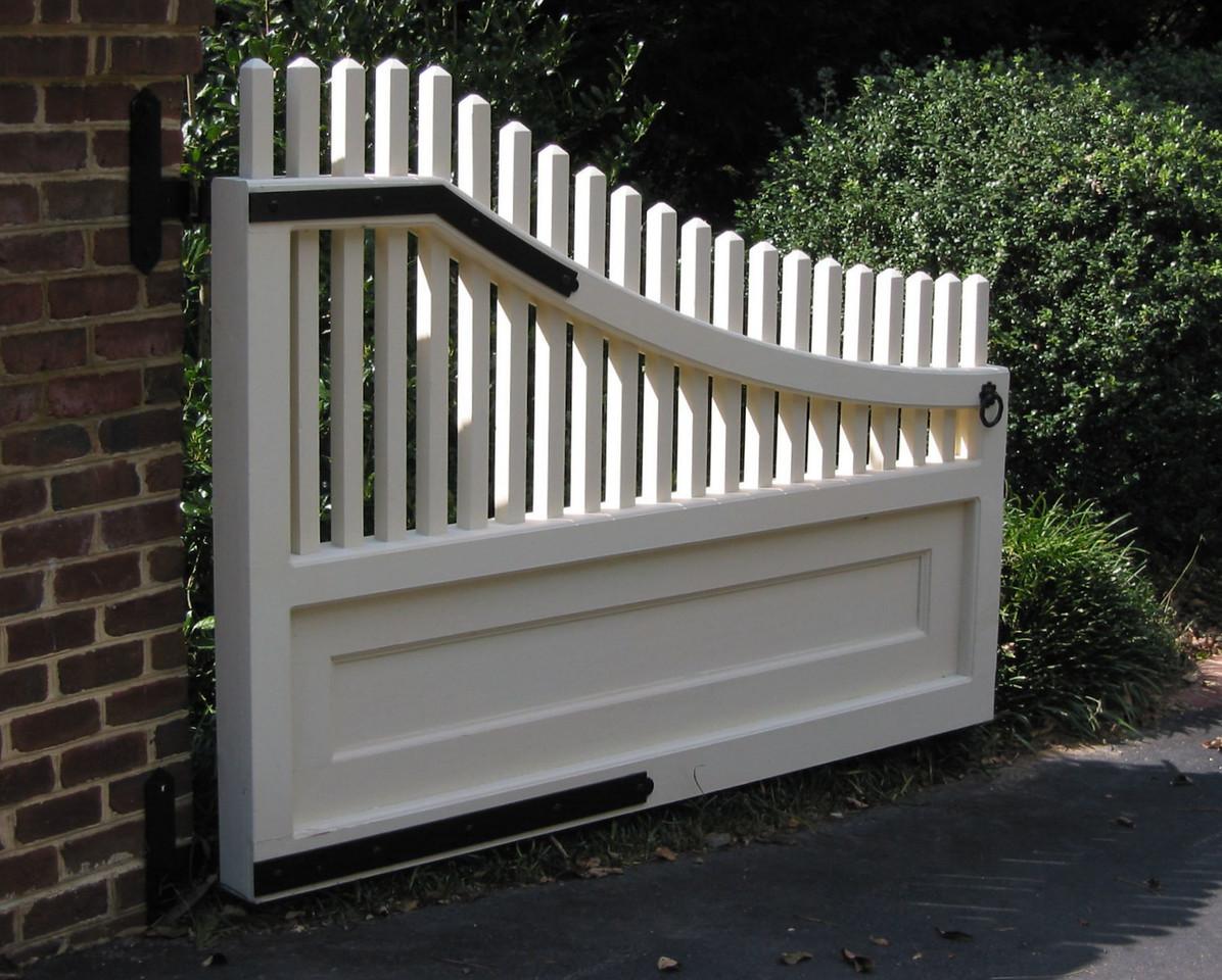375 - Virginia - Driveway Gate