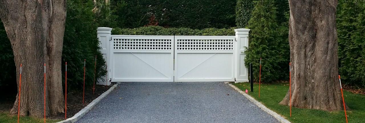 294 - East Hampton NY - Elegant Board & Lattice