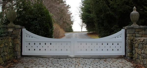 177 - 451020 - Wilton CT - Custom Driveway Gate