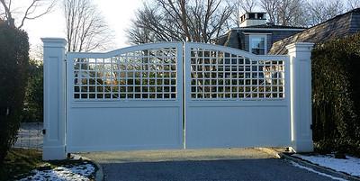 294 - Southampton NY - Universal & Lattice Driveway Gate