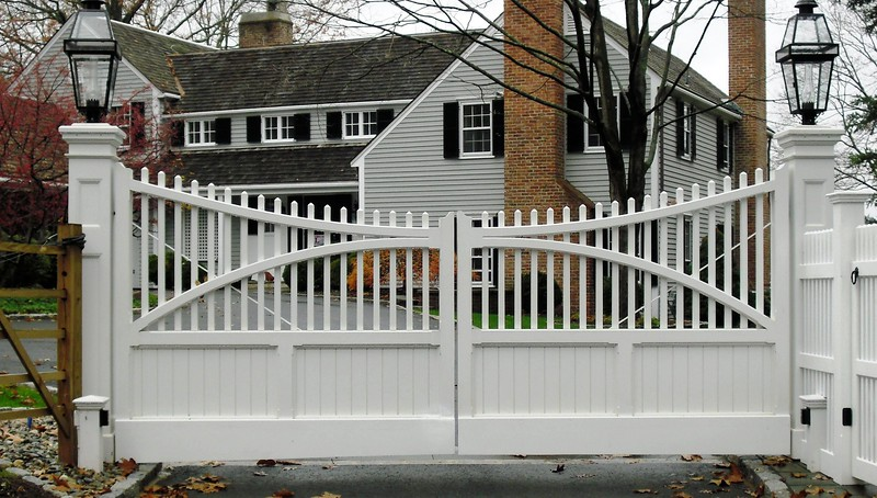 873 - NJ - Custom Board & Picket Gate