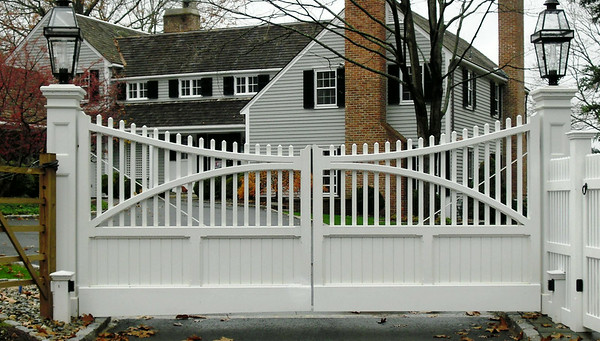 873 - NJ - Custom Board & Picket Gate