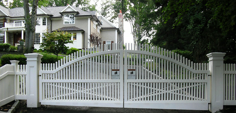 873 - NJ - Arched Chestnut Hill Picket Driveway Gate