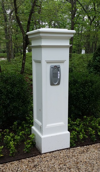 294 - Wainscott NY - Telephone Entry Post