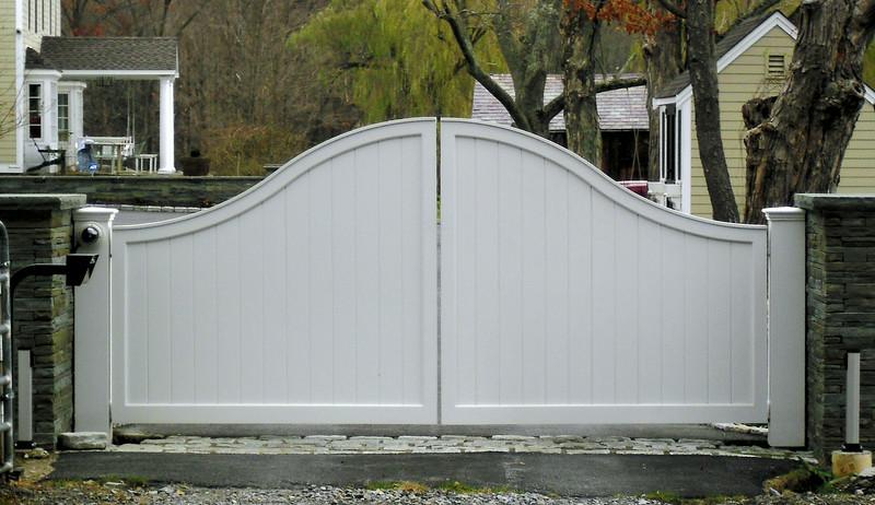 873 - NJ - Arched Board Driveway Gate