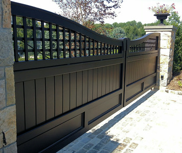 286 - 426017 - Matinecock NY - Custom Board & Lattice Gates
