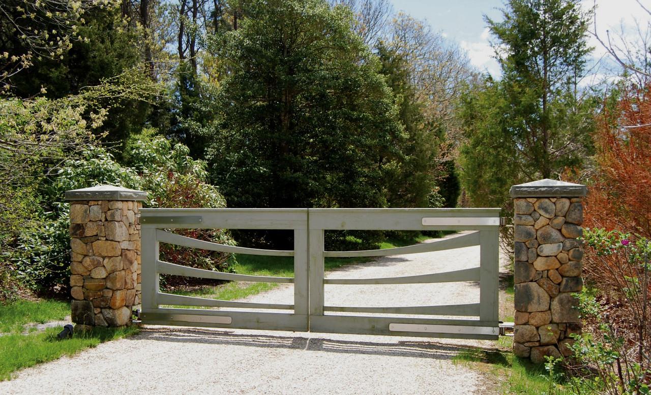 294 - Custom Gate