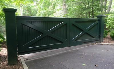 177 - 405496 - Chappaqua NY - Mahogany Driveway Gate