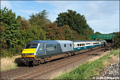 82301 brings up the rear of 1J85 0814 London Marylebone-Wrexham General headed by 67014 'Thomas Telford' passing Whitnash on 05/09/2009.