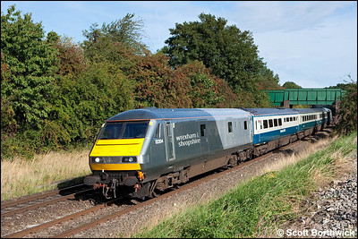 82304 is propelled by 67015 'David J. Lloyd' whilst forming 1P01 0723 Wrexham General-London Marylebone passing Whitnash on 05/09/2009.
