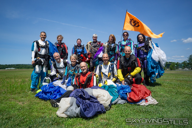"""The group. <br><span class=""""skyfilename"""" style=""""font-size:14px"""">2019-07-07_skydive_jumptown_0948</span>"""