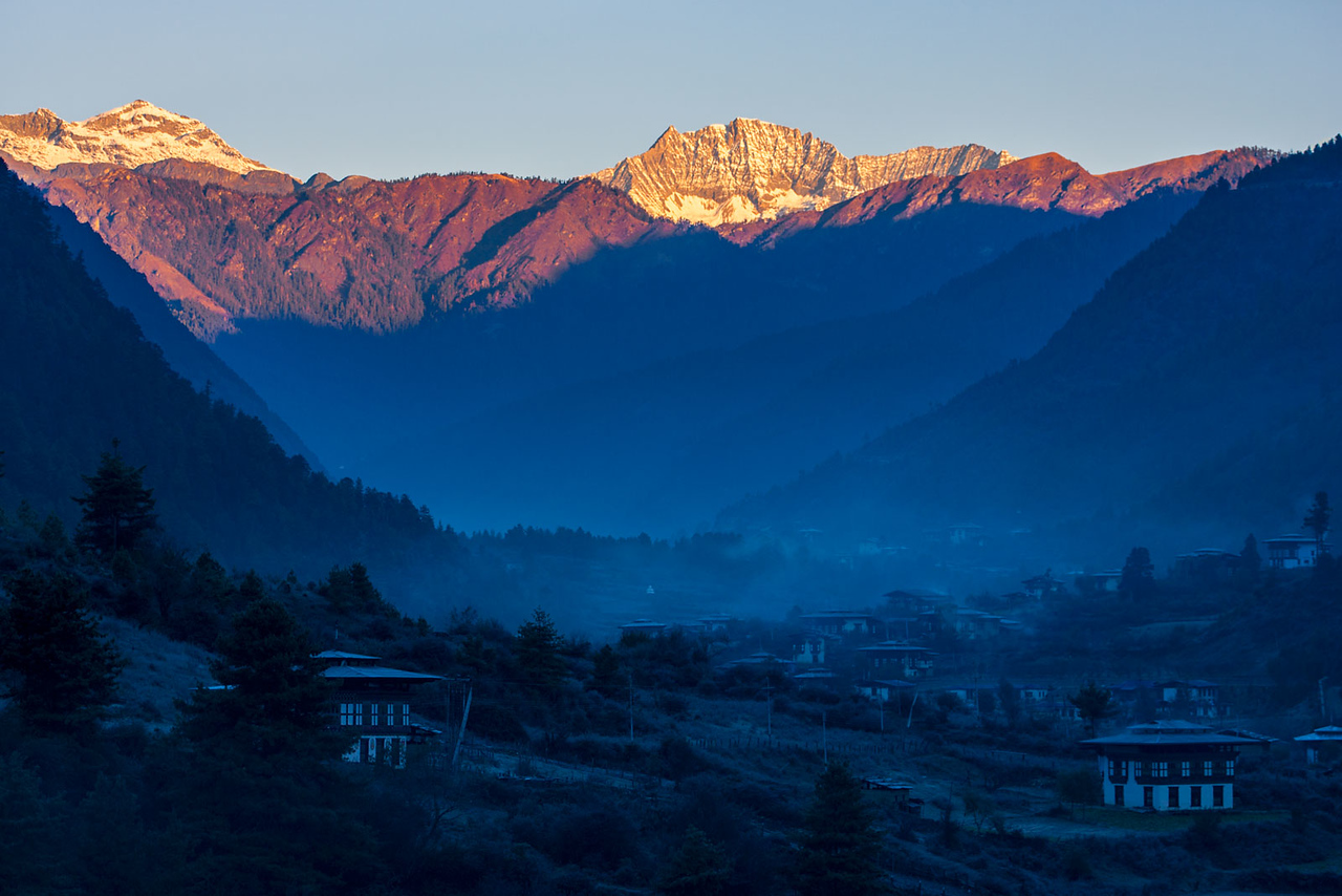 A cold morning, on the road from Haa to Thimphu.
