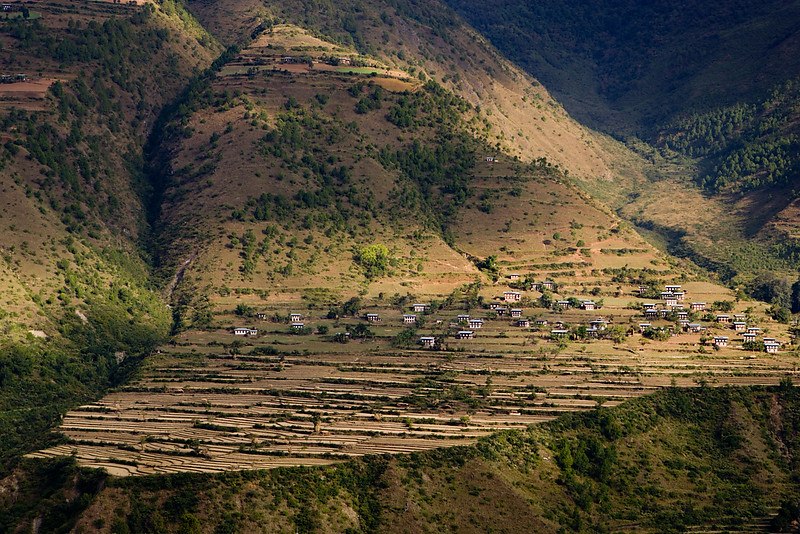 Saling village on the other side of the valley. Radi/Rangjung.