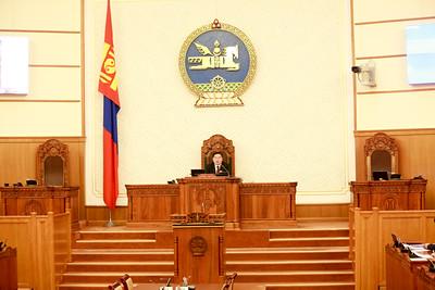 2019 оны зургаадугаар сарын 06. Монгол Улсын Үндсэн хуульд оруулах нэмэлт, өөрчлөлтийн төслийг өнөөдөр өргөн барилаа.     ГЭРЭЛ ЗУРГИЙГ Б.БЯМБА-ОЧИР/MPA