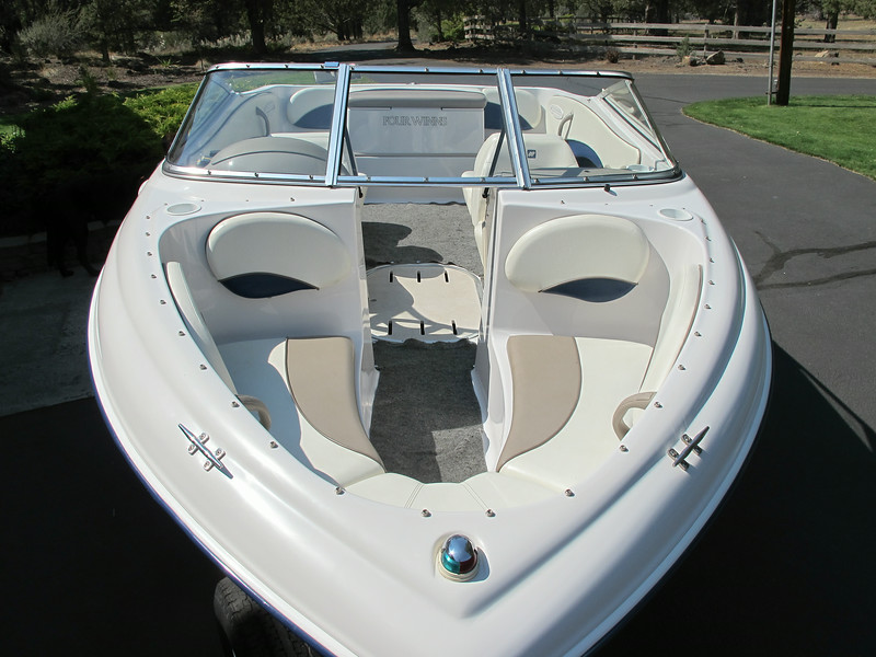 Open bow, the hull of design of this boat is exceptional, handles chop well and also is quick to plane with the 4.3 engine.