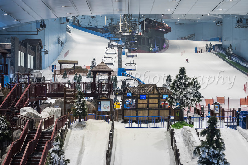 The Ski Dubai indoor ski facilities in the Mall of the Emirates, Dubai, UAE, Middle East.