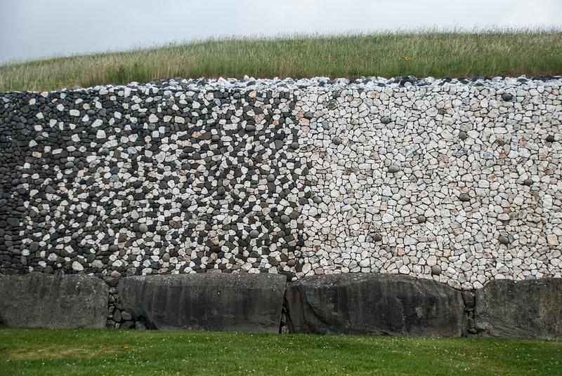 Newgrange rockwall transition