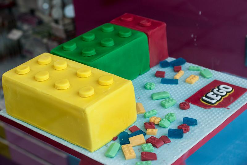 Lego window dressing cake