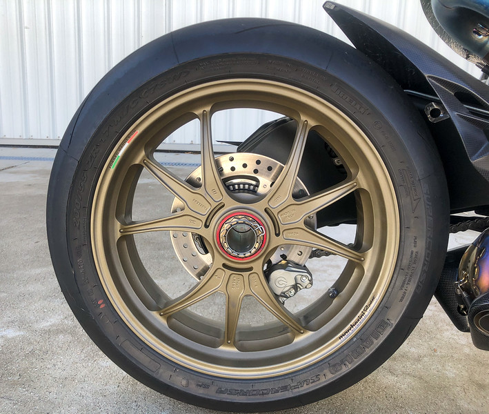 Ducati 1199 Superleggera -  (1)
