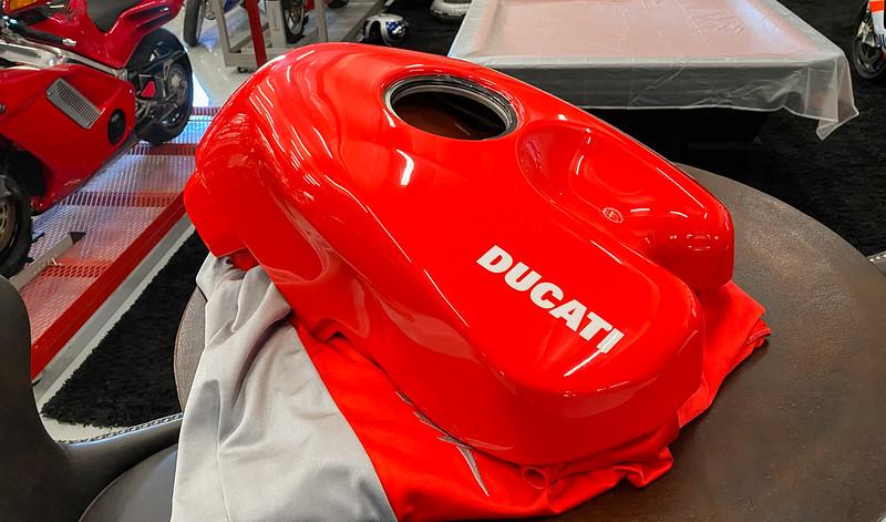 Ducati Desmosedici Tank -  (8)