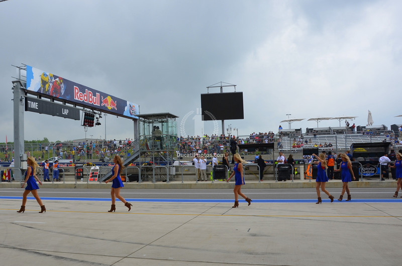 Red Bull girls off the grid and the racing begins