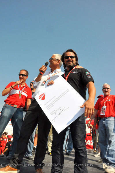 And give a special award to Marco from the Desmodromiclub for organizing the Ducati grandstands worldwide