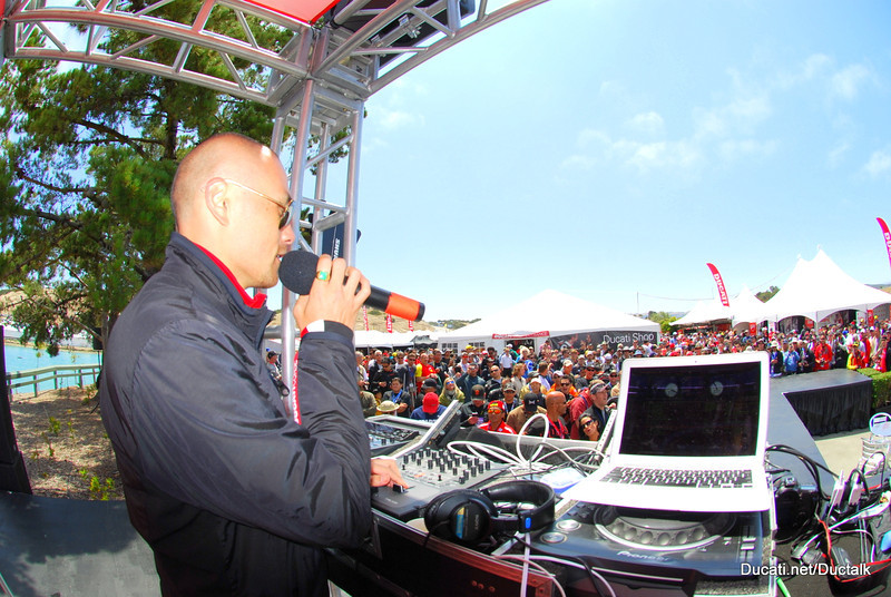 The tempo is set by the DJ who keeps the crowd energized