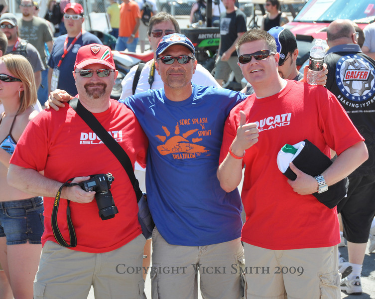 And the friendly faces are many.  That's long time Ducati.net list'er Harlyn Jenkins with the camera