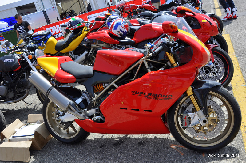 Fancy a brand new Supermono Testrastreta?  Brochures are behind the bike
