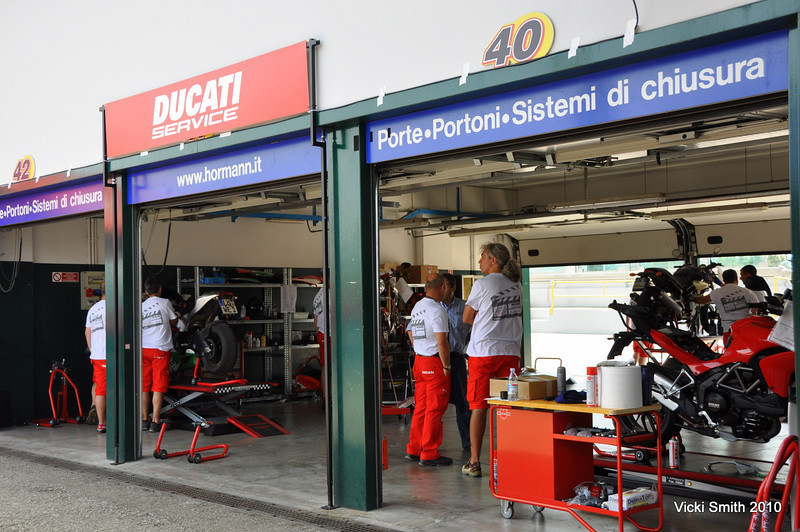 The Ducati service guys aren't too busy (might be because of the astonishing reliability figures Ducati has acheived recently we learned about in the WPM  meeting)