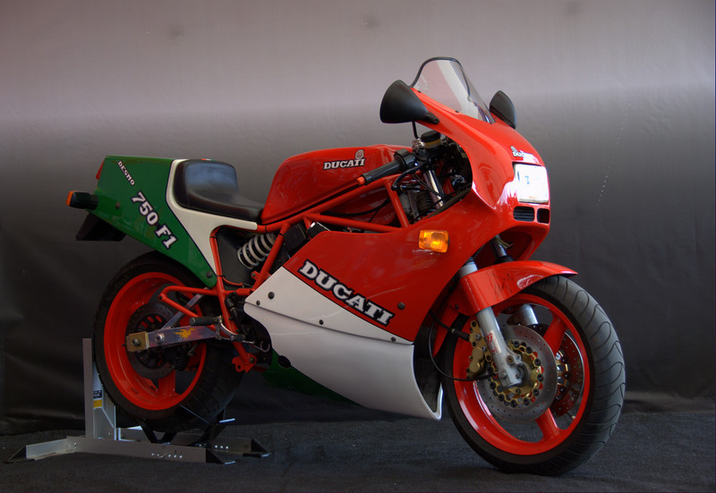 Another version of this model is the iconic 750 F1B. This one belongs to Tom Beasley and was the crowd's favorite, beating Michael Smith's 1098S for the win in the closest People's Choice battle in SBC history. It also won the Cook Neilson Award for pre-1988 entries