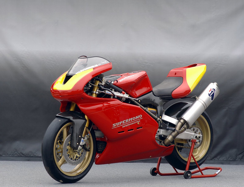 Jack Silverman entered this 1993 Ducati Supermono. One of the most desirable and beautiful Ducati's of all time, this bike is one of a total of 30 Supermonos produced in 1993